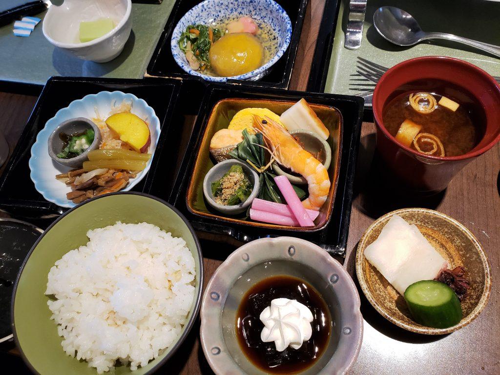 Café da manhã japonês